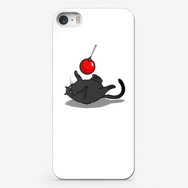 Чехол iPhone «Чёрный кот играет с новогодним шариком »