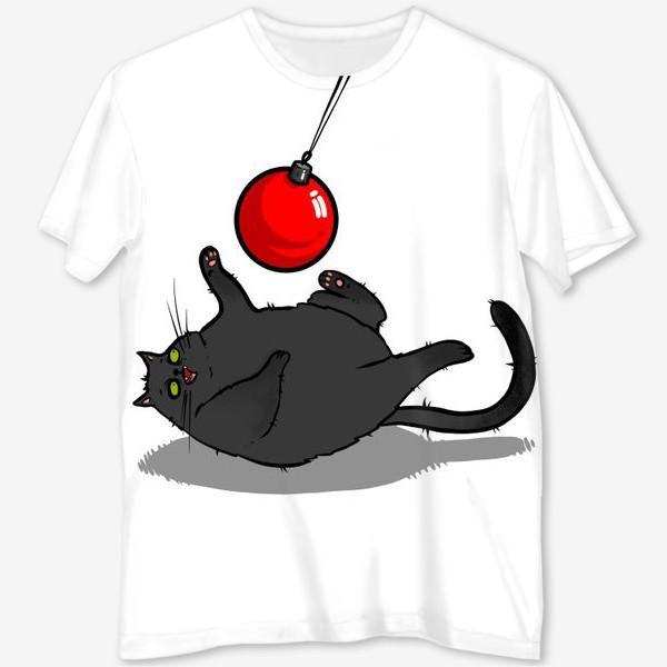 Футболка с полной запечаткой «Чёрный кот играет с новогодним шариком »