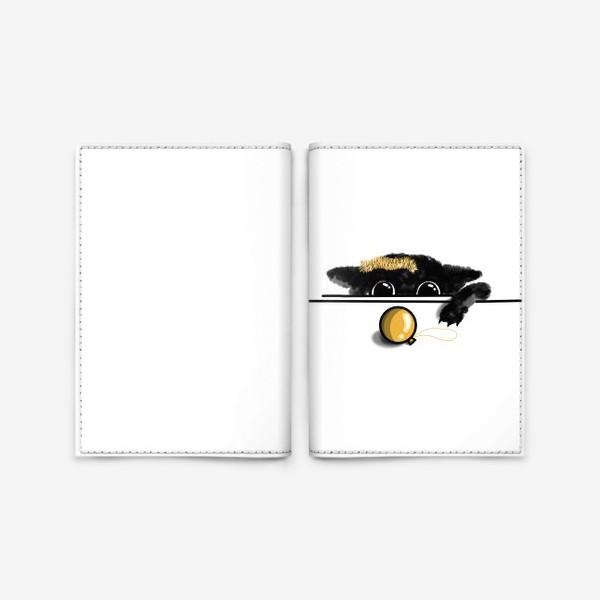 Обложка для паспорта «Чёрный котёнок играется им елочной игрушкой»