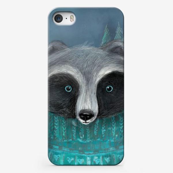 Чехол iPhone «Енот в лесу»