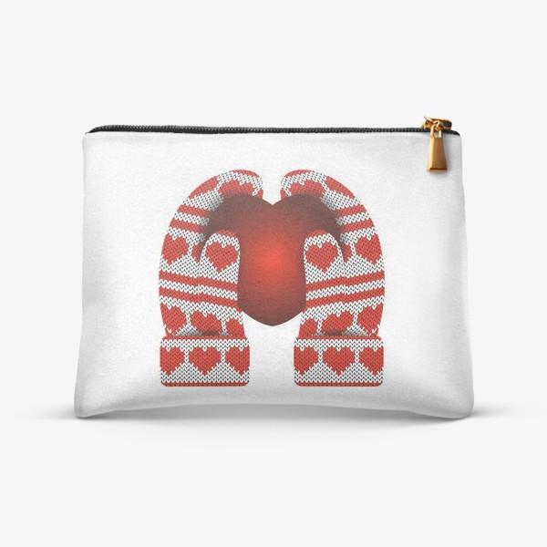Косметичка «Сердечный подарок (руки в варежках держат сердце)»