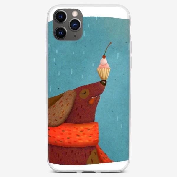 Чехол iPhone «Собака держит пирожное на носу»