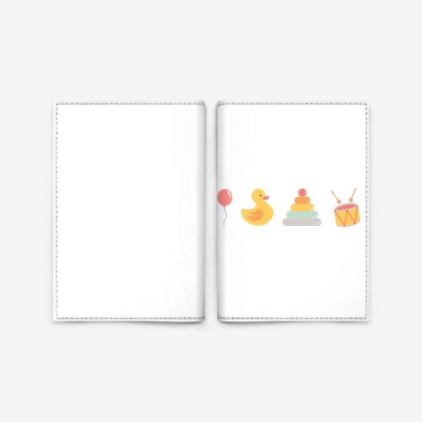 Обложка для паспорта «Детские игрушки: уточка, барабан, пирамида, воздушный шар»