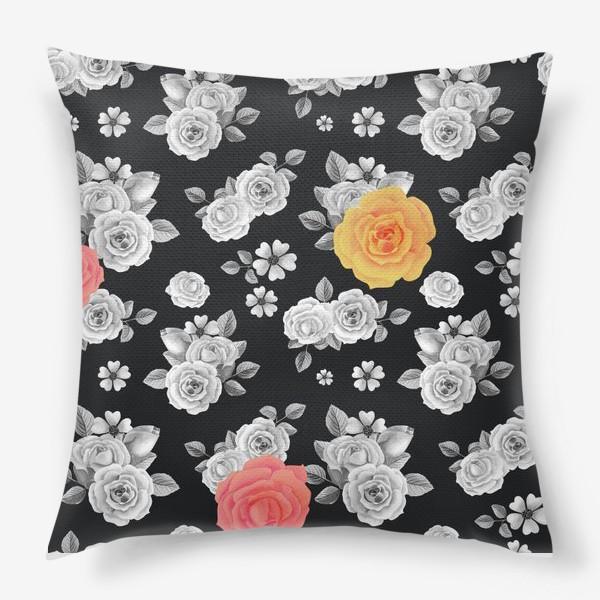 Подушка «Серые,желтые и красные акварельные розы на темном»