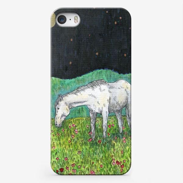 Чехол iPhone «Белая лошадь пасется в поле»