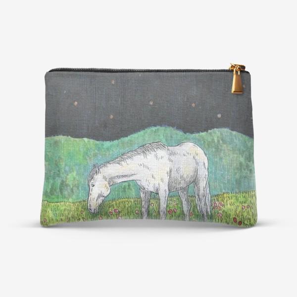 Косметичка «Белая лошадь пасется в поле»