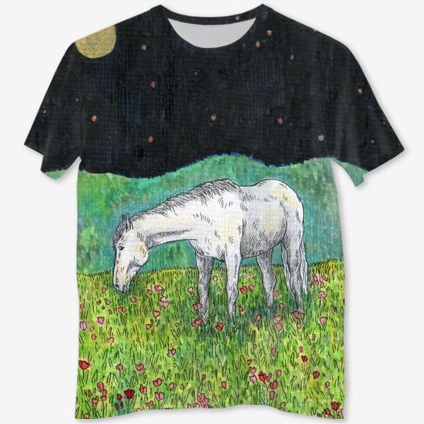 Футболка с полной запечаткой «Белая лошадь пасется в поле»