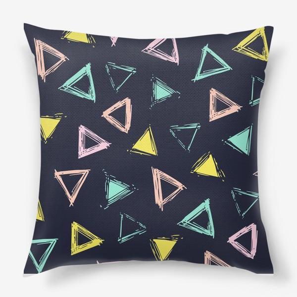 Подушка «Цветные треугольники»