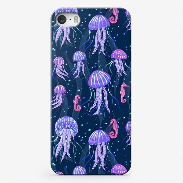 Чехол iPhone «Медузы на морской глубине. »