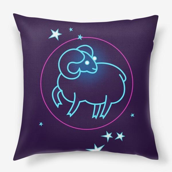 Подушка «Знак Зодиака Овен. Светящийся голубой контур барашка в круге со звездами.»