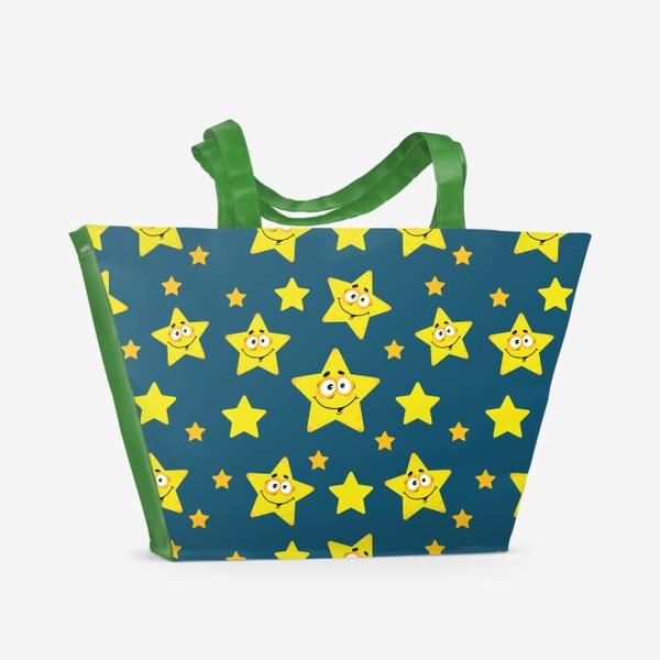 Пляжная сумка «Небесный звездопад! Паттерн со звездами на синем фоне.. »