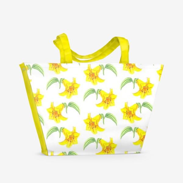 Пляжная сумка «паттерн желтые лилии акварель цветы»