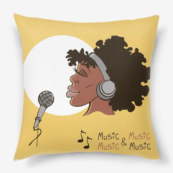 Подушка «афроамериканка девушка микрофон и наушники на фоне солнца: музыка»