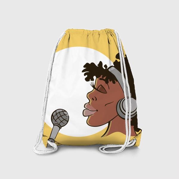 Рюкзак «афроамериканка девушка микрофон и наушники на фоне солнца: музыка»