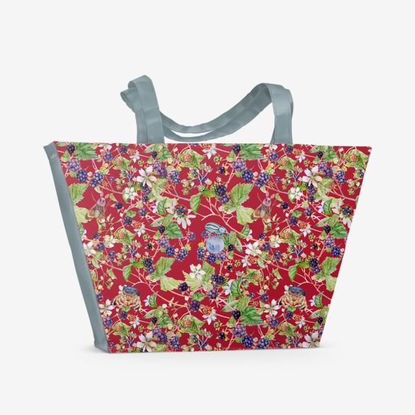 Пляжная сумка «blackberry bush on a red background»