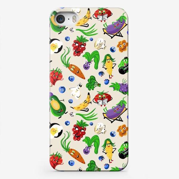 Чехол iPhone «Веселые овощи и фрукты, паттерн»