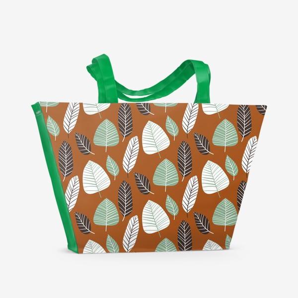 Пляжная сумка «Теплый природный узор с пестрыми листьями»