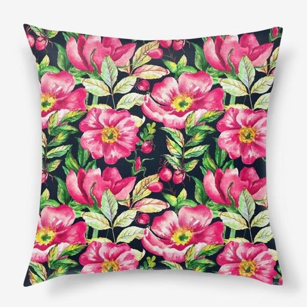 Подушка «Розовый шиповник и ягоды  на черном»