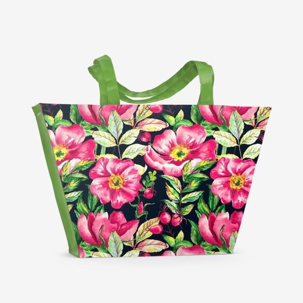 Пляжная сумка «Розовый шиповник и ягоды  на черном»