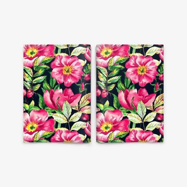 Обложка для паспорта «Розовый шиповник и ягоды  на черном»