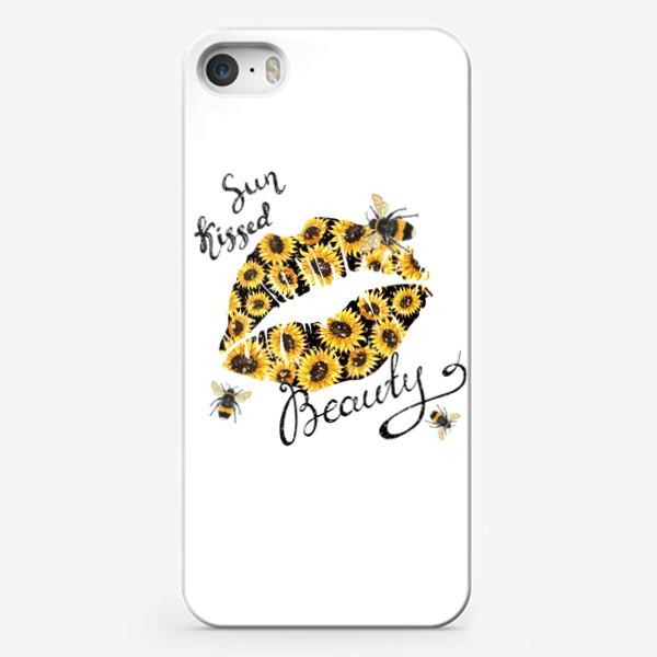 Чехол iPhone «Поцелованная солнцем красавица. Губы с акварельными подсолнухами и пчёлами»