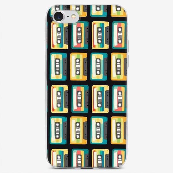 Чехол iPhone «Ретро кассеты на черном фоне»