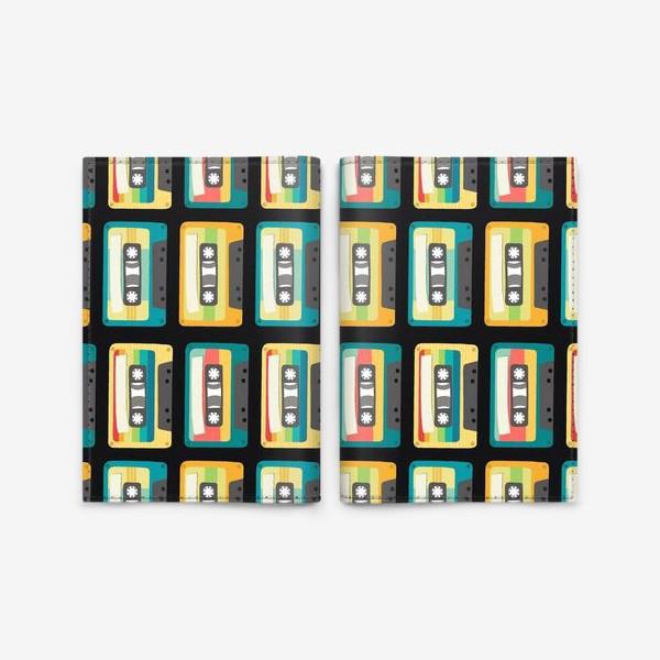 Обложка для паспорта «Ретро кассеты на черном фоне»