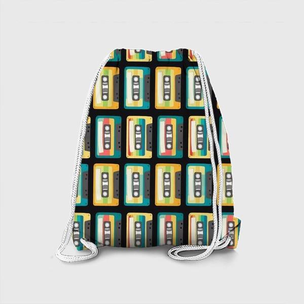 Рюкзак «Ретро кассеты на черном фоне»