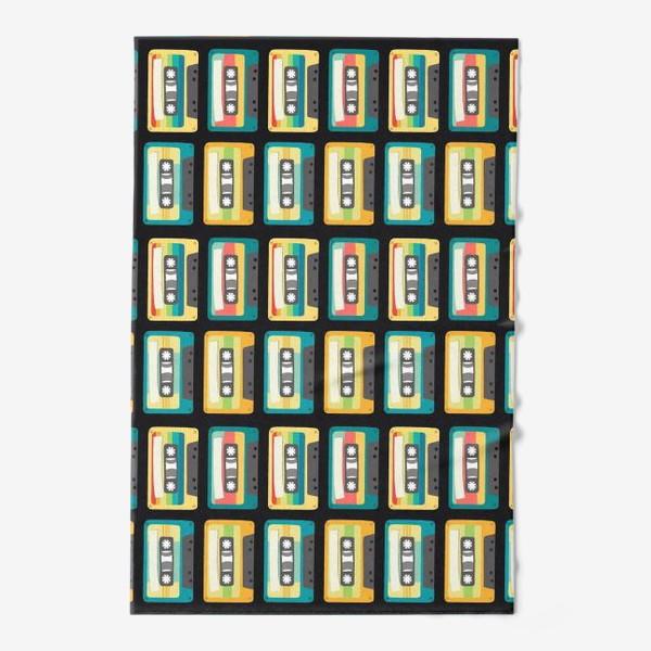 Полотенце «Ретро кассеты на черном фоне»