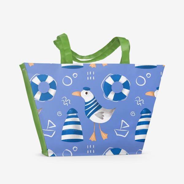 Пляжная сумка «Море, Чайки в тельняшке, Маяки на голубом фоне. для моряка»