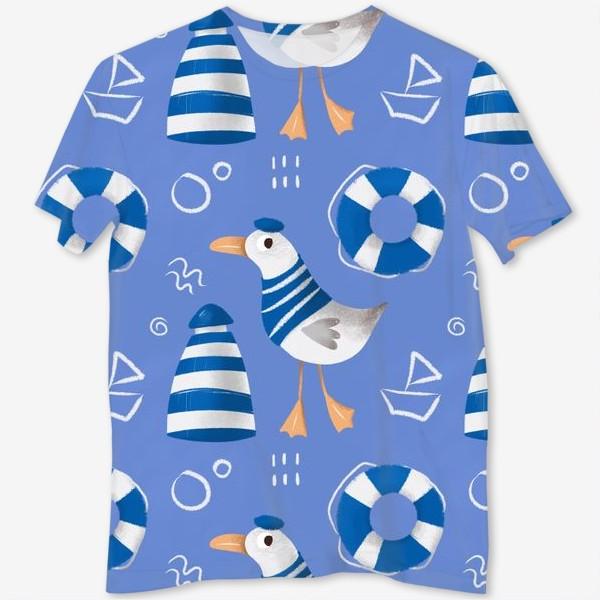 Футболка с полной запечаткой «Море, Чайки в тельняшке, Маяки на голубом фоне. для моряка»
