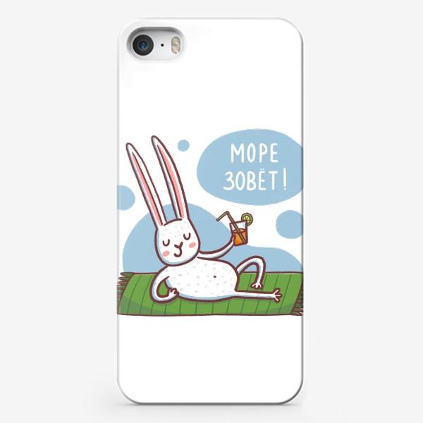 Чехол iPhone «Зайчик на пляже. Отдых. Море зовет!»