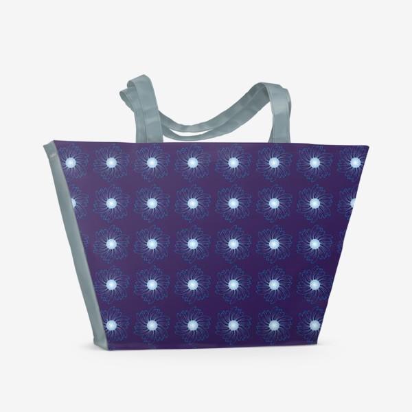 Пляжная сумка «Цветочный орнамент на темно-синем фоне»