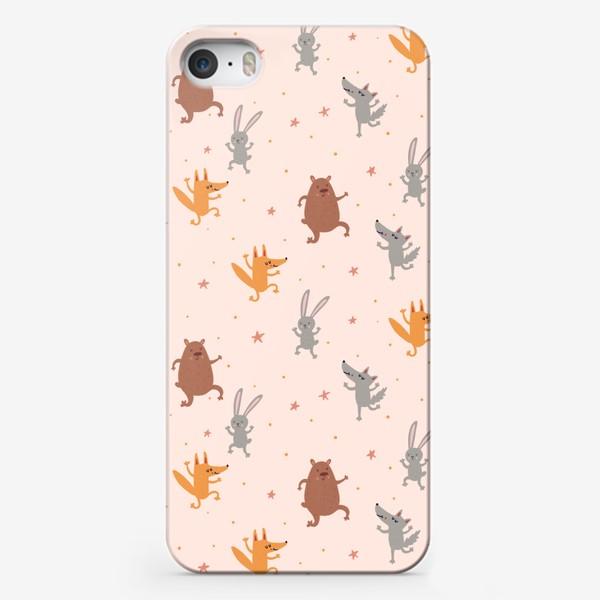 Чехол iPhone «Нежный паттерн с танцующими зверятами и звездами»