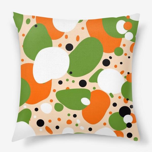 Подушка «Веселый принт из оранжевых, зеленых и белых пятен»