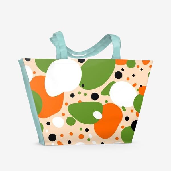 Пляжная сумка «Веселый принт из оранжевых, зеленых и белых пятен»