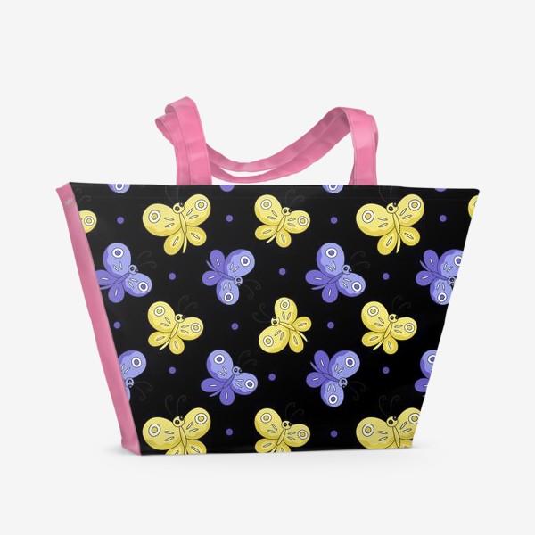 Пляжная сумка «Желтые и фиолетовые бабочки на черном»