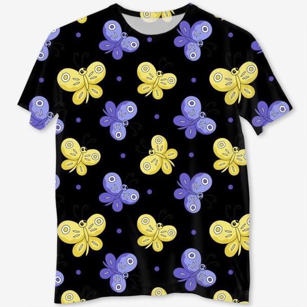 Футболка с полной запечаткой «Желтые и фиолетовые бабочки на черном»