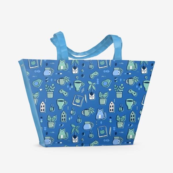 Пляжная сумка «Мне уютно. Синий паттерн с котом, кофе, цветами.»