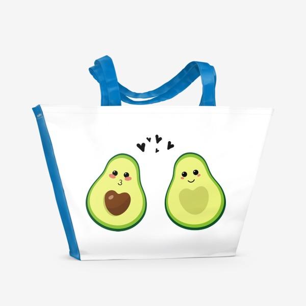 Пляжная сумка «Милая пара, авокадо эмодзи (смайлики) и сердечки, поцелуй и улыбка»