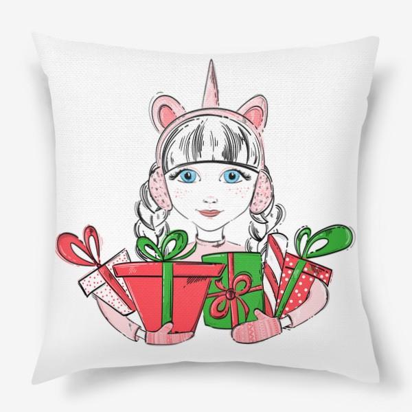 Подушка «Иллюстрация девочки с подарками»