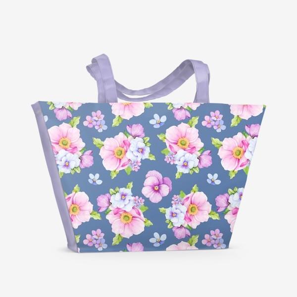 Пляжная сумка «Цветочный принт на синем фоне»