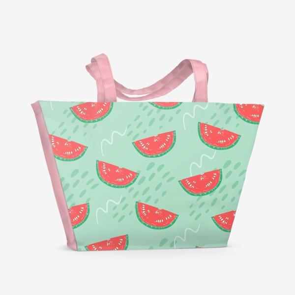 Пляжная сумка «Паттерн с кусочками арбуза на абстрактном фоне»