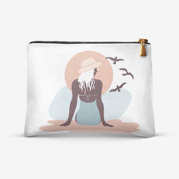 Косметичка «Девушка в купальнике на берегу моря, закат и чайки»