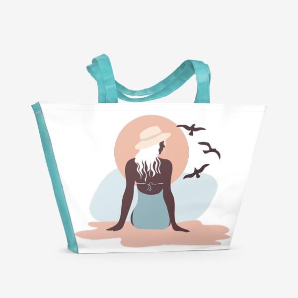 Пляжная сумка «Девушка в купальнике на берегу моря, закат и чайки»