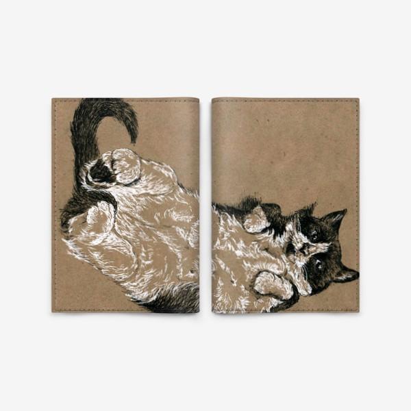 Обложка для паспорта «Чернобелый кот лежит на спине»