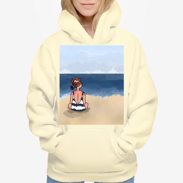 Худи «На море отдых бархатный сезон девушка на песке пляж»