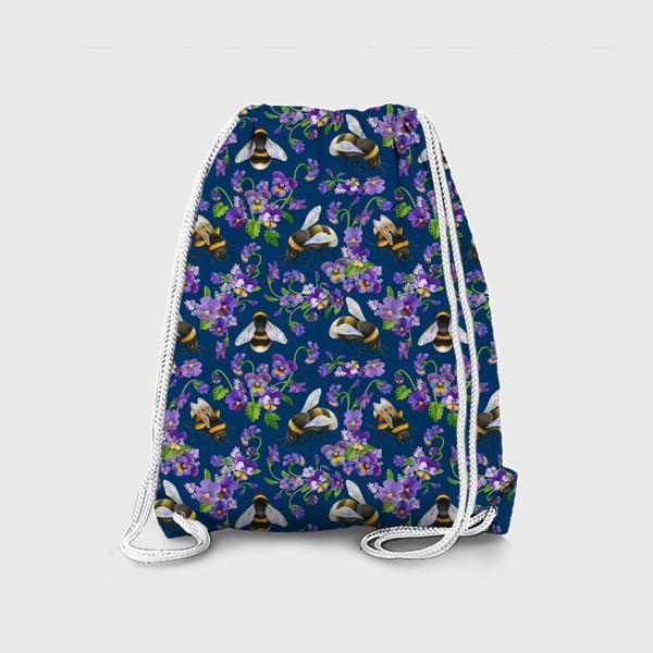 Рюкзак «Шмели, пчёлы, фиалки, виолы, анютины глазки на синем фоне»
