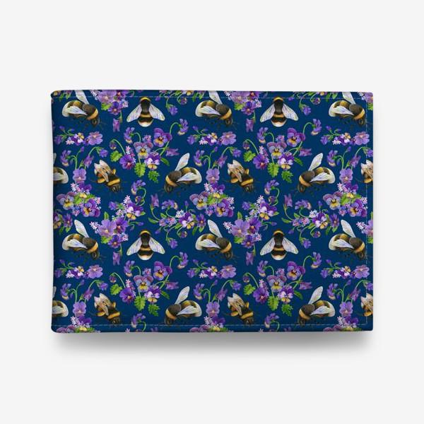 Кошелек «Шмели, пчёлы, фиалки, виолы, анютины глазки на синем фоне»
