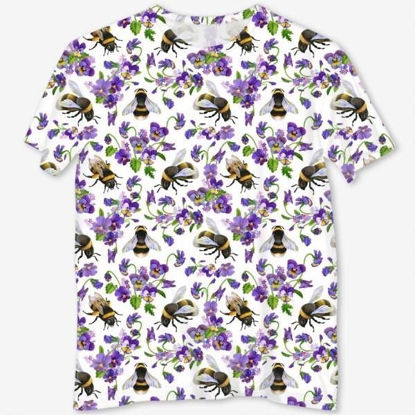 Футболка с полной запечаткой «Шмели, пчёлы, насекомые, фиалки, виолы, анютины глазки, белый фон»